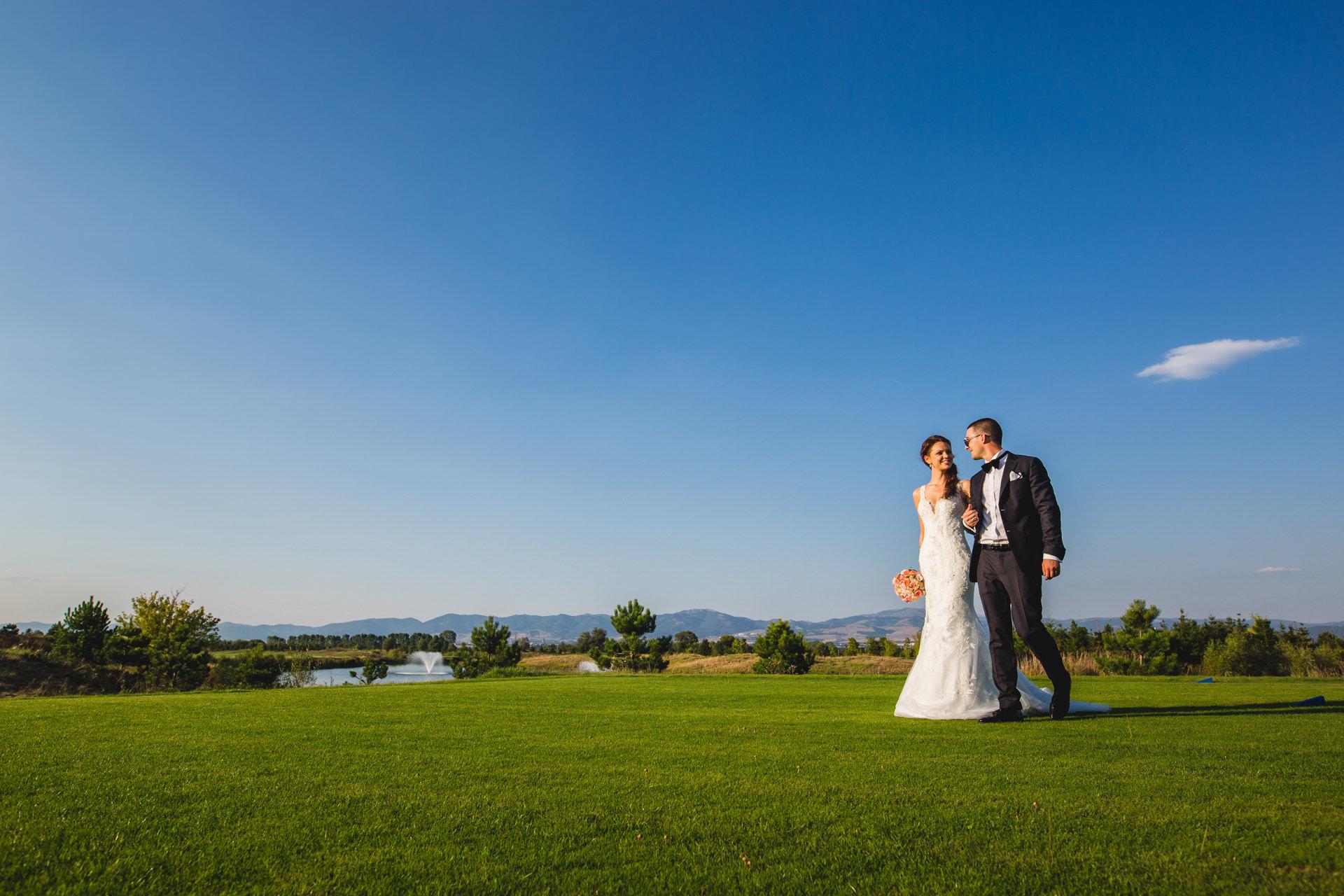 сватбени снимки равно поле