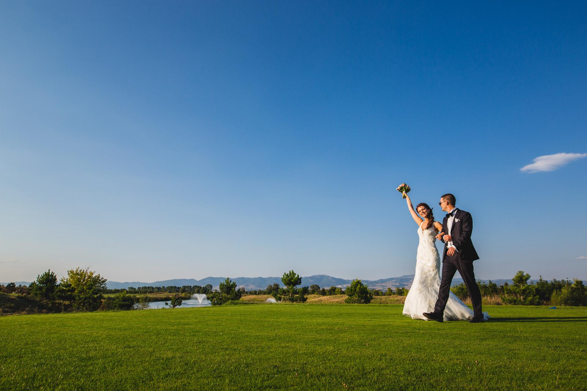 сватбена фотография равно поле